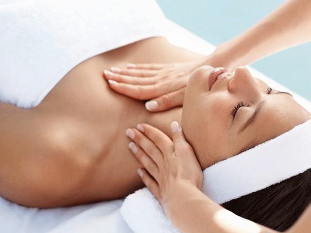 Samo 490 din masaža lica i dekoltea Yon ka serumom za revitalizaciju i popunjavanje sitnih bora u studiju My ladies!