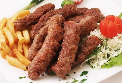 Samo 499 din ĆEVAPI + POMFRIT za 2 osobe u Caffe Brod 23 na Adi! Dan u prirodi uz dobar roštilj je prava kombinacija!